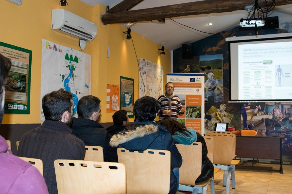 El público mostró mucho interés en las mariposas de Cantabria