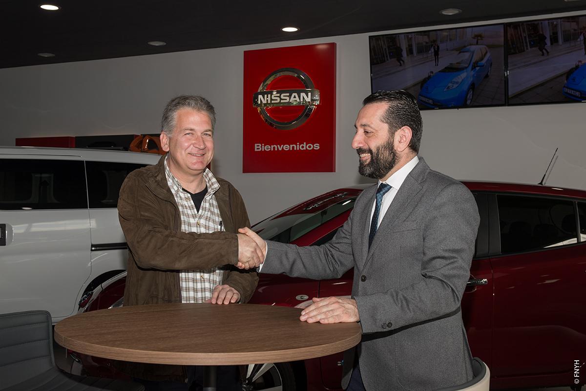 D.Jose Manuel Mora y D.Carlos Sanchez estableciendo acuerdo colaboración.