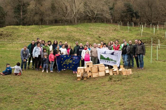 Los participantes en la actividad de plantación.