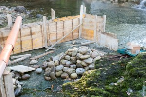 Preparación del encofrado para formar el estanque intermedio