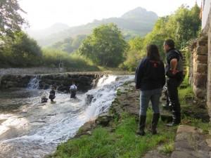 Rescate de peces en el entorno del Azud de Rubalcaba