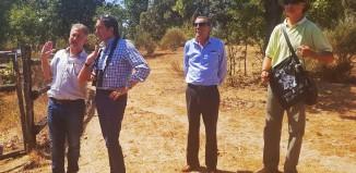 El Consejero de Fomento y Medio Ambiente de JCyL Juan Carlos Suárez-Quiñones y Carlos Sánchez en la Reserva Biológica Campanarios de Azaba