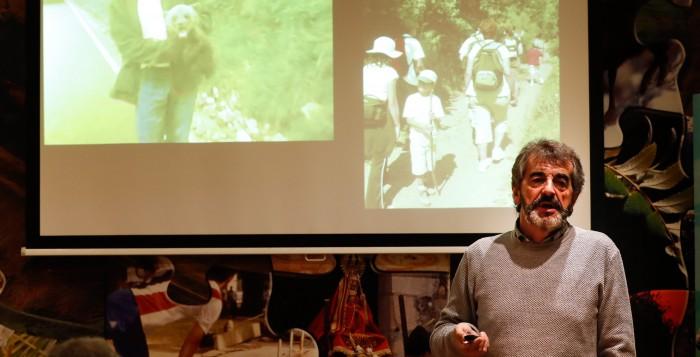 Guillermo Palomero, presidente de Fundación Oso Pardo, durante la charla en los Viernes del Fluviarium