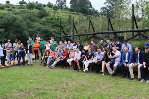 Los asistentes a la inauguración del Centro Etnobotánico.
