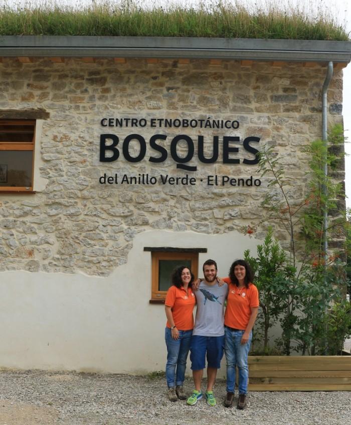 Riccardo Ballin, voluntario del Servicio Europeo, con nuestras monitoras Ana y Laura.