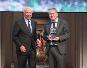 Francisco González, presidente de Fundación BBVA, con Carlos Sánchez, presidente de FNYH.