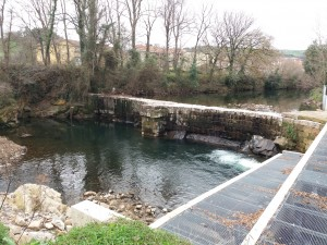 Escala para salmones en la presa de Revolvo (Regolgo), en Liérganes.