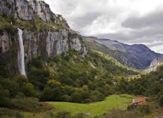 Cascada y valle del Asón en el LIC Montaña Oriental