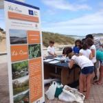 Jóvenes participantes en la Playa de Somo
