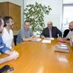 De izquierda a derecha, representantes de Fundación Quebrantahuesos y Fundación Oso Pardo, el Director General de Montes y Conservación de la Naturaleza, el consejero de Medio Rural, Pesca y Alimentación, y representantes de SEO/Birdlife y Fundación Naturaleza y Hombre. Foto: Nacho Romero/Gobierno de Cantabria