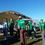 Voluntarios preparándose para plantar en la Montaña Pasiega.