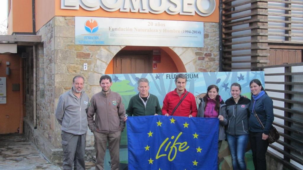 Equipos de LIFE Miera y LIFE Ordunte Sostenible tras su visita al Fluviarium