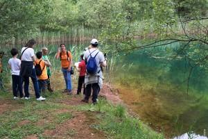 Laura Dorado, la coordinadora de Educación Ambiental, mostró a los asistentes los valores medioambientales de los Pozos de Valcaba.