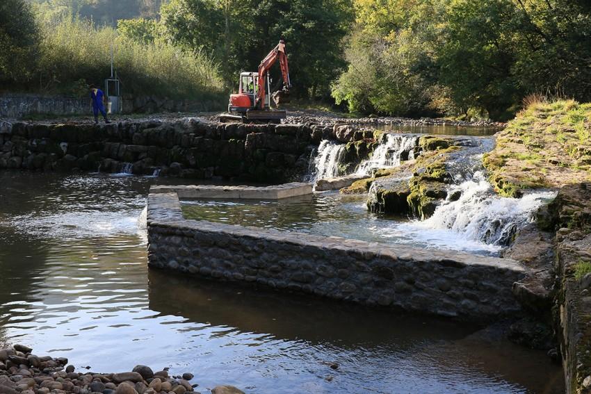 Realización de los trabajos de creación de escala para peces en presa Rubalcaba
