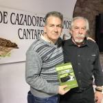 """El presidente de FNYH, Carlos Sánchez, junto a Jose Luis Gómez Benito, autor del libro """"El ültimo coto"""""""