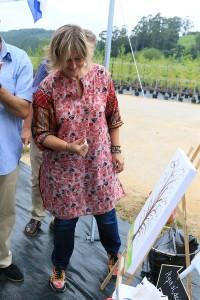 La alcaldesa Esther Bolado inaugura el Centro dejando su huella verde